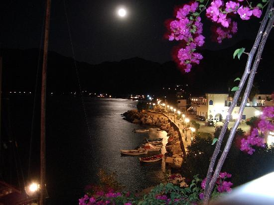 Тилос, Греция: ...and Tilos by night.