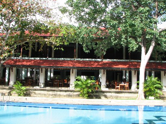 Habarana Village by Cinnamon: restaurant from poolside