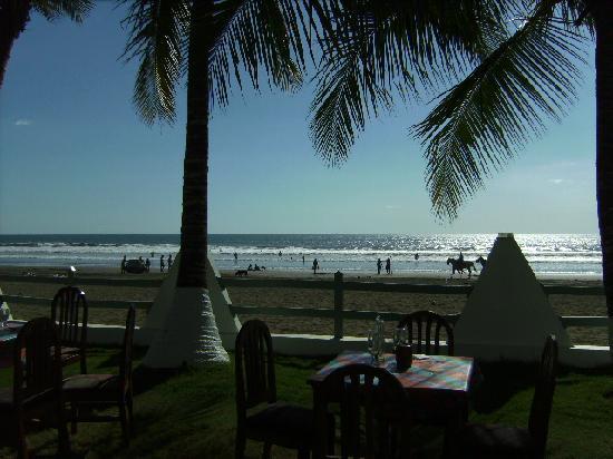 Hotel Cocal & Casino: Blick auf den Strand vom Restaurant
