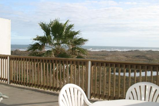 Port Royal Ocean Resort & Conference Center: side ocean view from balcony