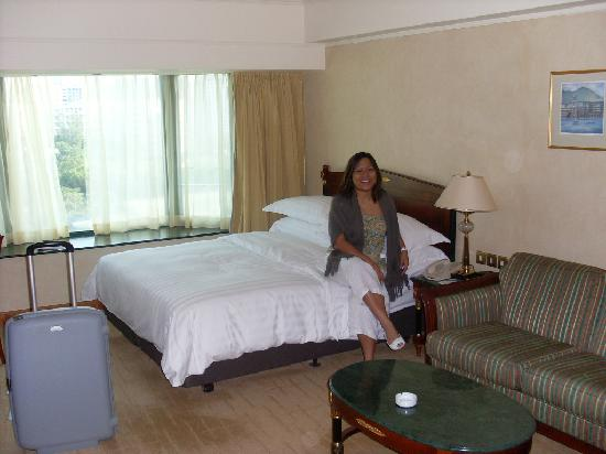 Royal Plaza Hotel: King Size bedroom