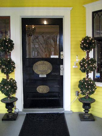Barclay House Bed and Breakfast: Front Door