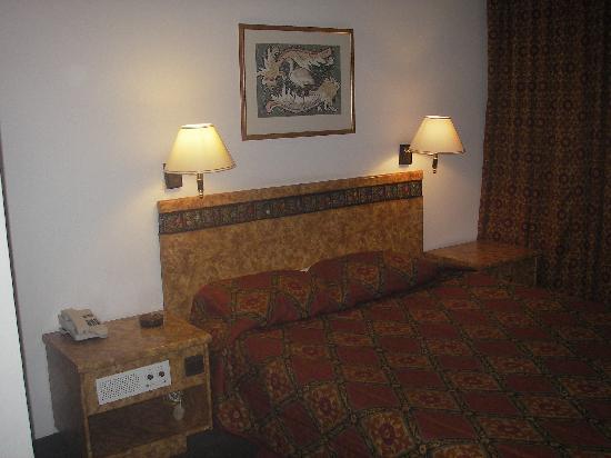 Kings' Way Hotel: Bedroom