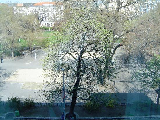 Kempinski Hotel Corvinus Budapest: View from room