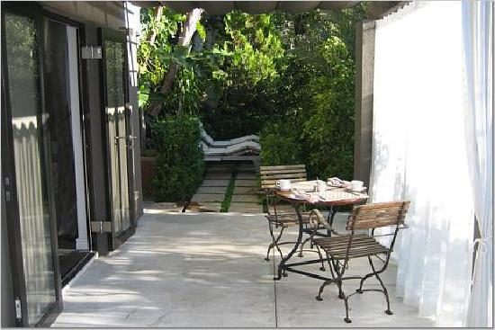 Kensington Place: Another view of the terrace