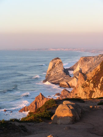 Colares, Portekiz: Lovely shoreline at Cabo da Roca