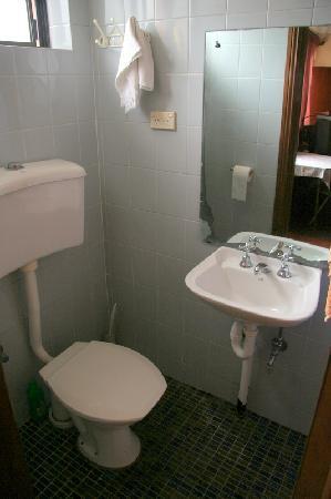 St. Leonards Mansions: Bathroom - toilet