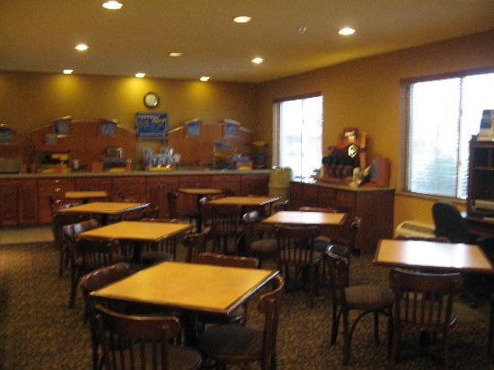 La Quinta Inn & Suites Boise Airport: Breakfast is served here