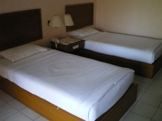 Phuket Orchid Resort: Superior room beds