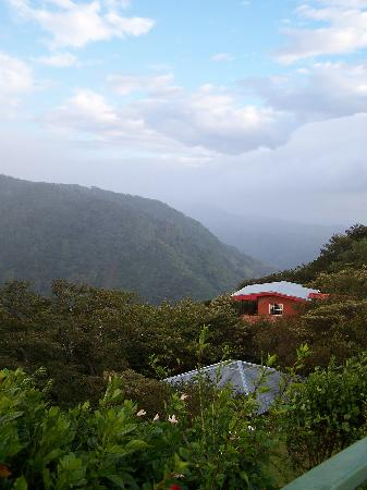 Rainbow Valley Lodge: The lodge and the incredible view