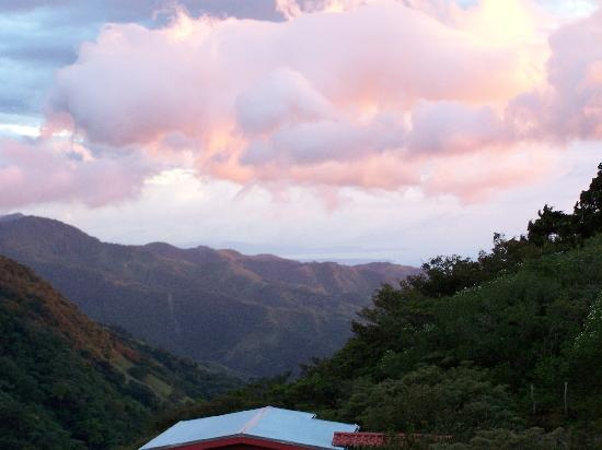 Rainbow Valley Lodge: Sunset over Monteverde