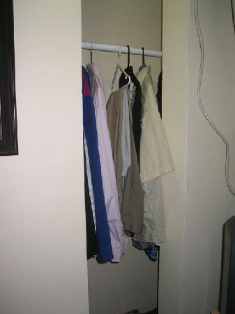 Hotel Villa del Sol: The Clothes Closet