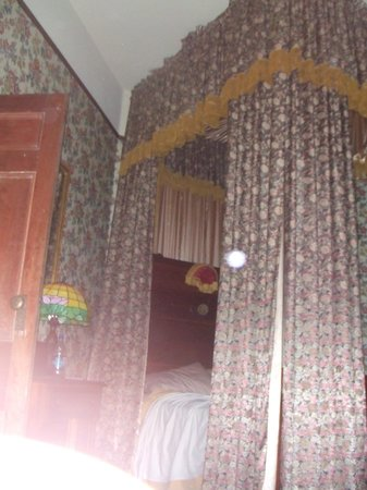 Ann Starrett Mansion Boutique Hotel: The canopy Bed in the Master's Suite
