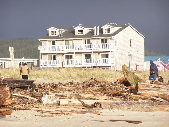 Looking Glass Inn : From the Beach - 3 Storey Part