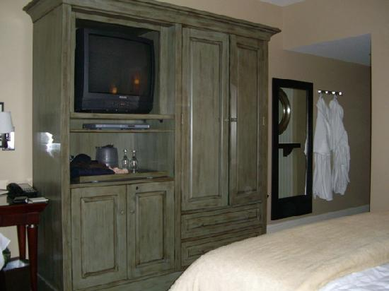 Alderbrook Resort & Spa: TV and clothing cabinet in our room