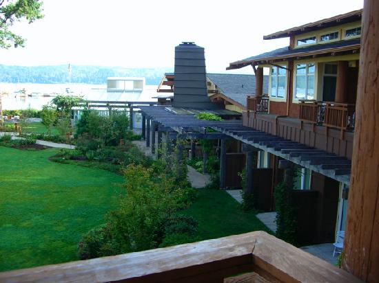 Alderbrook Resort & Spa: Another side of the lodge viewed from our balcony