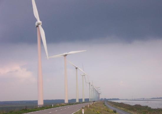 Center Parcs de Eemhof: Rainbow windmills just outside De Eemhof