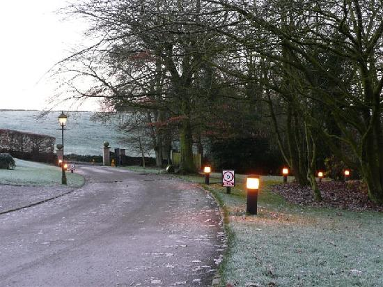 YHA Hartington Hall: driveway leading out of the hostel