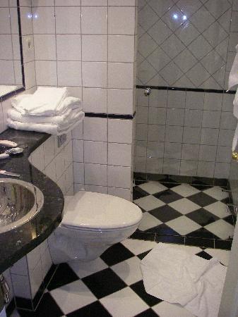 Mayfair Hotel Tunneln: Bathroom in Standard room