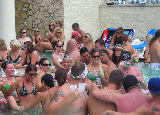 Put N Bay Parties : New pool bar picture of islander inn put in bay