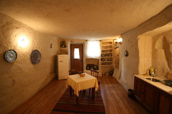 Esbelli Evi Cave Hotel: The suite's kitchen.