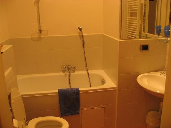 Arcadia Residence: Bathroom