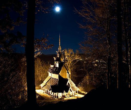 Fantoft Stavkirke : Fantoft stave church by night
