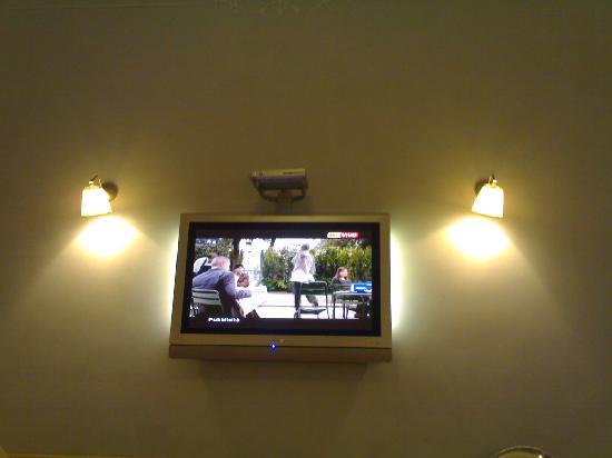 Ripa145 B&B: televisore