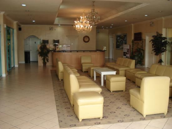 Manila Airport Hotel: lobby