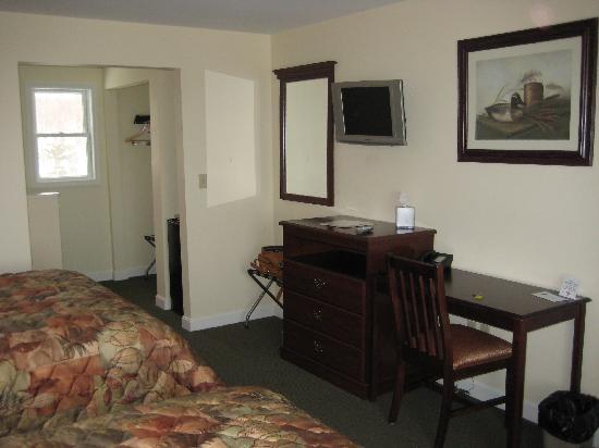 Rangeley Saddleback Inn: Desk area