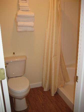 Rangeley Saddleback Inn: Bathroom