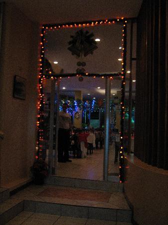 Hotel Park: Park Hotel Restaurant's Entrance