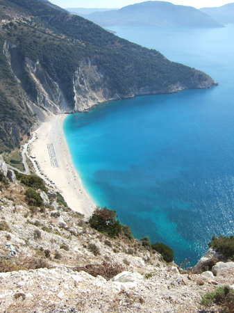 Kefalonia, Griekenland: myrtos beach captin correlies mandolin was filmed here in part.