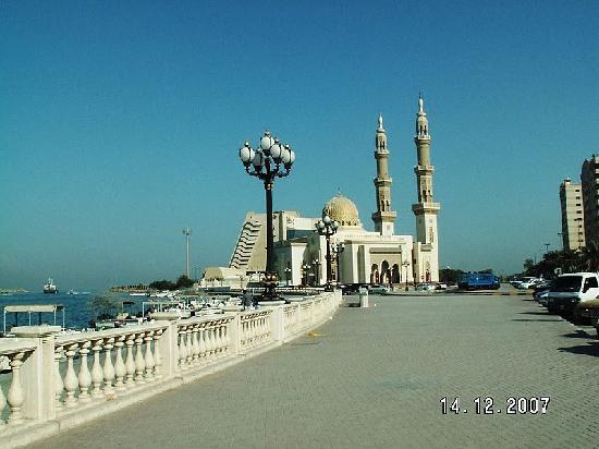 Beach Hotel by Bin Majid Hotels & Resort: Ausflug Sharjah Strandpromenade mit Radison Hotel im Hintergund