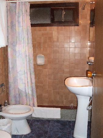 Hotel Porto Bari: bathroom