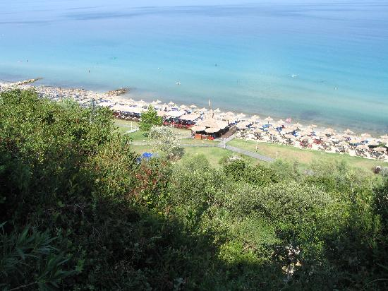 Afitos, Grecia: Beach view from the hill