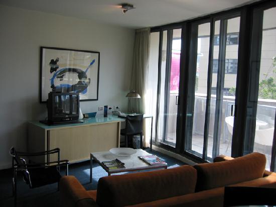 Adina Apartment Hotel Sydney Darling Harbour: Living room