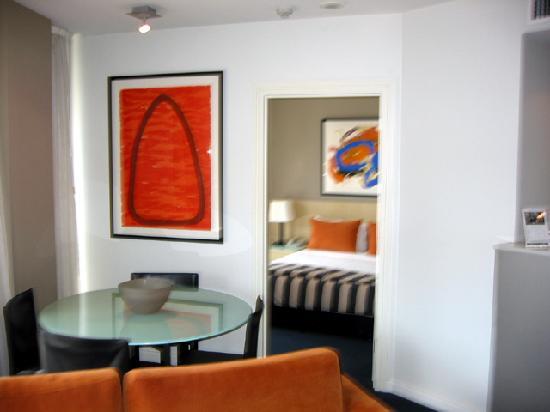 Adina Apartment Hotel Sydney Darling Harbour: Dining area