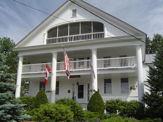 ‪‪Rabbit Hill Inn‬: View of the front of the inn‬
