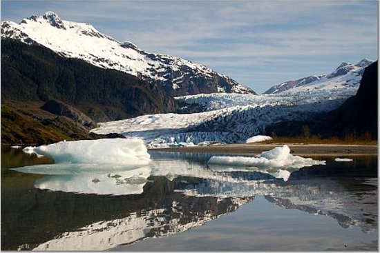 จูโน, อลาสกา: At the foot of Mendenhall Glacier