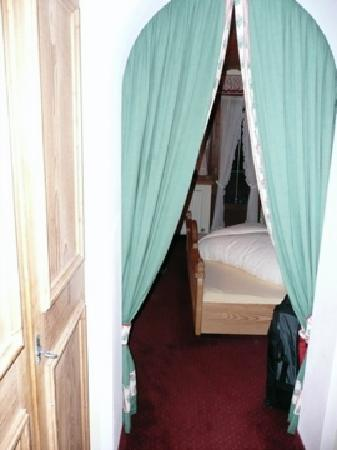 Hotel Tirolerhof: Entrance and Armoire (on left) of room 2