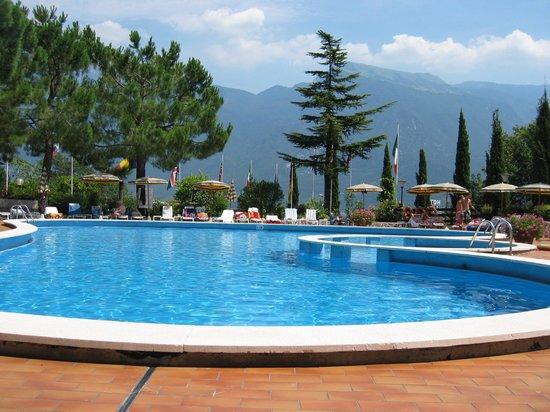 Hotel Caravel: piscine de devant
