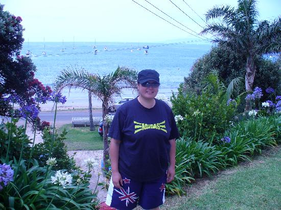 The Courtyard: Behind me is Big Oneroa beach, its gorgeous!