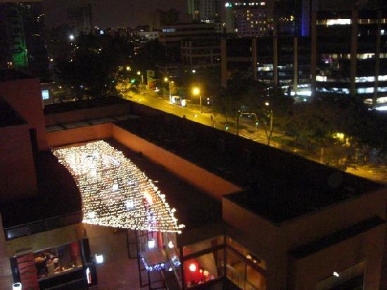 Leblon Suites Hotel: Vue de nuit depuis le balcon