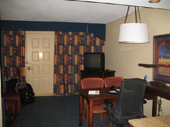 Embassy Suites by Hilton Orlando - International Drive / Convention Center: Dining/Living Room