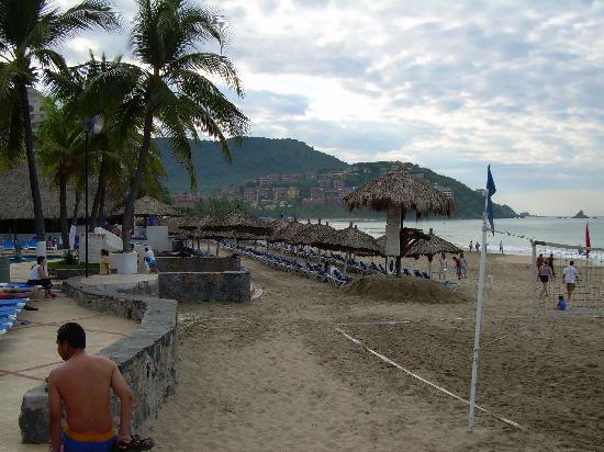 Inter-Continental Presidente Ixtapa : Beachfront palapas