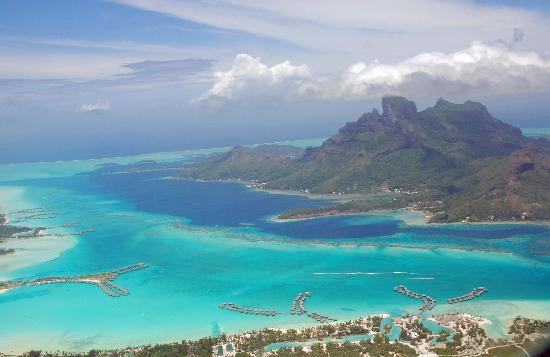 InterContinental Bora Bora Resort & Thalasso Spa : The Thalasso Spa is the northern motu in this shot