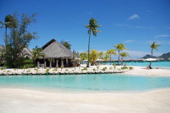 InterContinental Bora Bora Resort & Thalasso Spa : Could the sand be any whiter, the water any clearer?