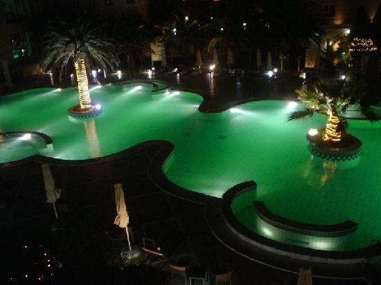 Thermae Sylla Spa Hotel: Outdoor pool-night