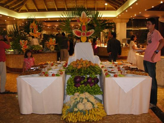 Sirenis Punta Cana Resort Casino & Aquagames: Main Buffet